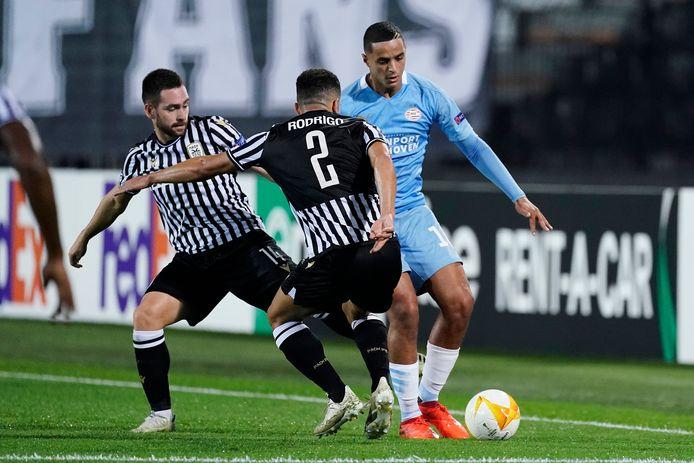 Mohamed Ihattaren in duel met PAOK.