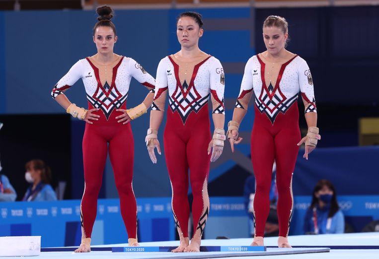 Kim Bui, Pauline Schaefer en Elisabeth Seitz van de Duitse turnploeg. Beeld REUTERS