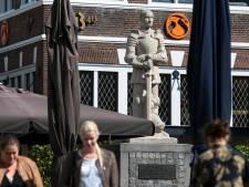 Hertog van Gelre wint 't van Marga Klompé, Tante Riek en Titus Brandsma