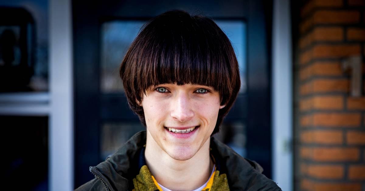 Jesse (18) over zijn 'bloempotkapsel': 'Hiermee heb ik wel gewoon voor Prada gewerkt' - De Stentor