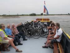 Wethouders van Lingewaard en Berg en Dal slaan spijkers met koppen met voet- en fietsveer tussen Bemmel en Ooij