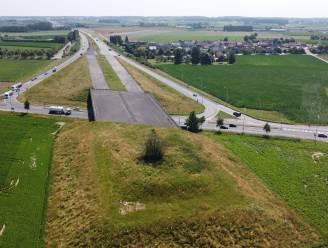 """AUTOSNELWEGVERHALEN. De sage rond de A19 blijft na meer dan 60 jaar nog steeds aanmodderen: """"Jammer dat dit dossier al zoveel geld en tijd heeft gekost"""""""