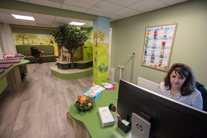 In woonzorg-centrum De Pannehoeve in Helmond heeft De Zorgboog deze maand een nieuw consultatiebureau geopend. Foto Ton van de Meulenhof