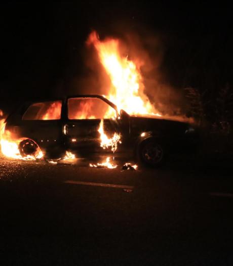 Geparkeerde auto uitgebrand in Bakel