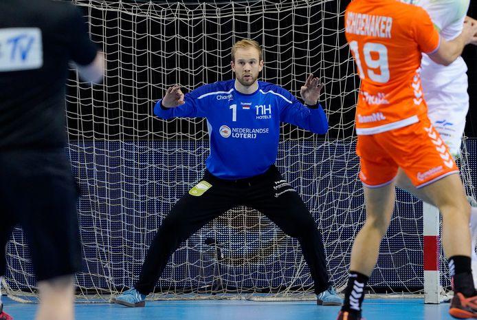 Bart Ravensbergen verdedigt het doel bij Oranje tijdens het EK-kwalificatieduel met Slovenië.