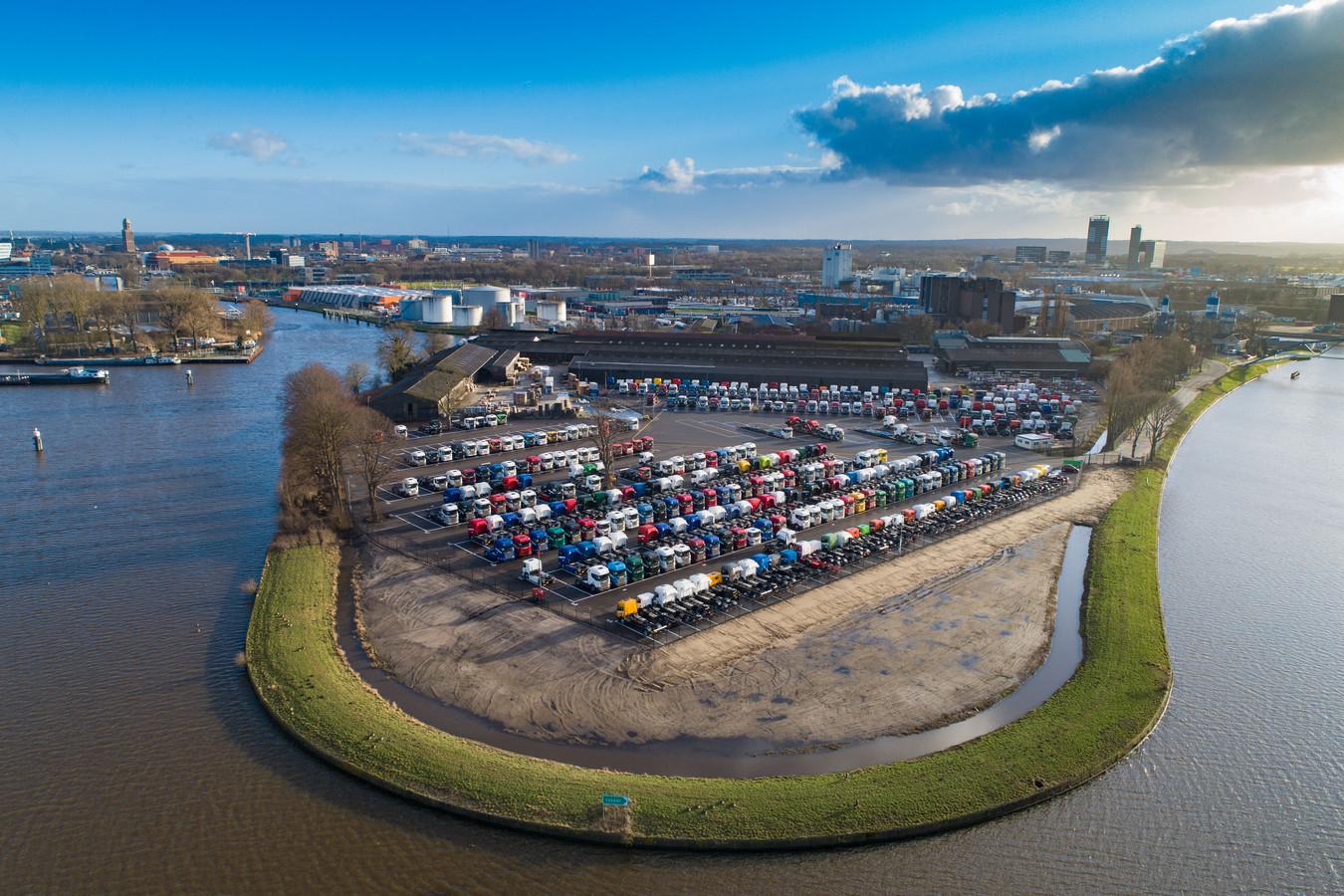 Het Scania-parkeerterrein in Zwolle.