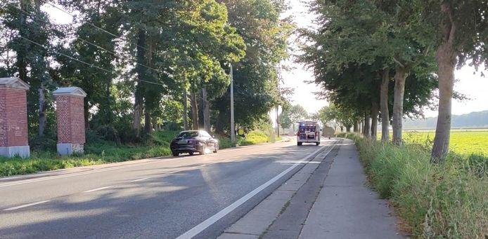Een 28-jarige motard werd in kritieke toestand afgevoerd na een botsing met een auto in de Doornikseweg