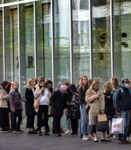 Kooplustig publiek winkelt er zonder afspraak op los: 'Verstand op nul en aansluiten maar'