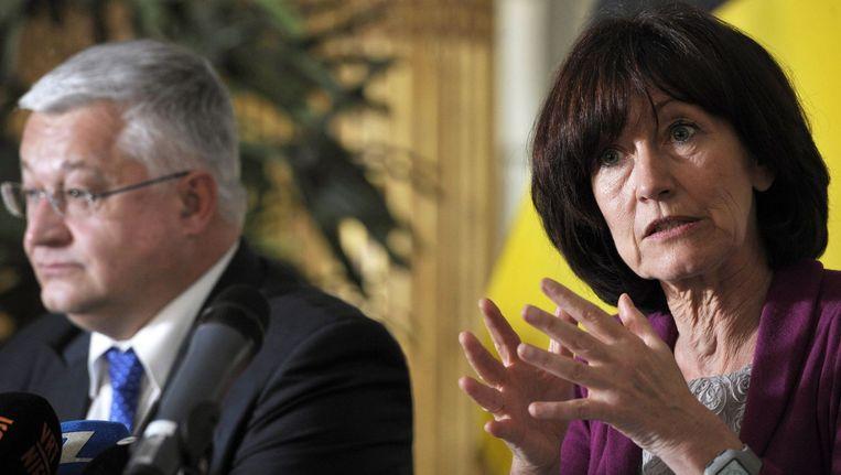 Vanhengel en Onkelinx benadrukken onder meer de aandacht voor de strijd tegen de jeugdwerkloosheid. Beeld PHOTO_NEWS