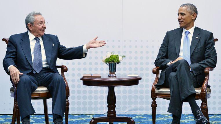 Cubaans president Raul Castro en Amerikaans president Barack Obama. Beeld AFP