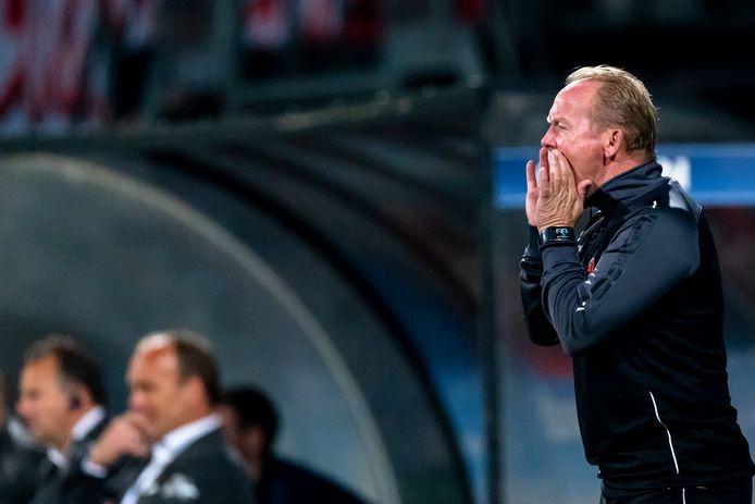 Helmond Sport-trainer Wil Boessen moest in de slotfase alle zeilen bijzetten om met zijn ploeg de 1-0 binnen te slepen.
