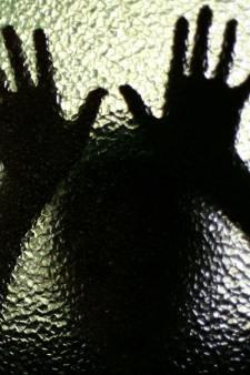 Baas verdacht van ontucht: oproepkracht (16) 'in zijn piemel geknepen'