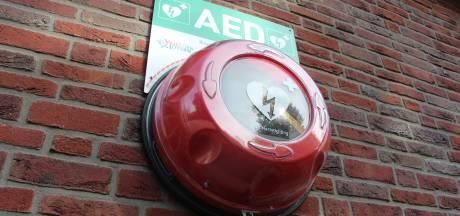 Stichting spoort AED-dief zelf op: 71-jarige man in Rilland aangehouden