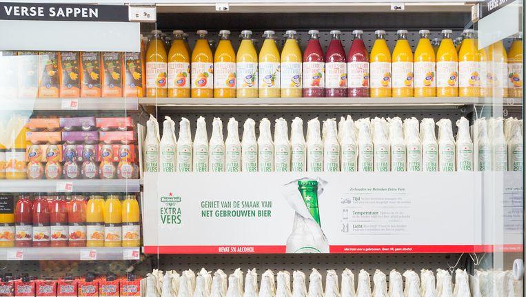 Vanaf maandag zet Heineken vers bier tussen de sapjes in de koelvakken van supermarkten Beeld Heineken