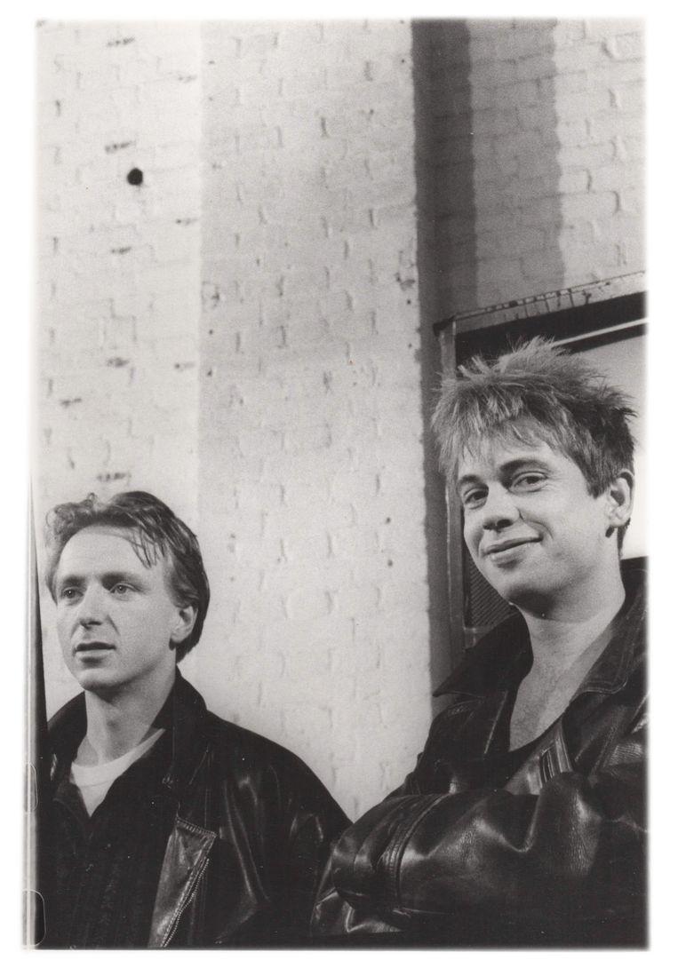 """Gert van Veen (rechts) in 1989 met Corné Bos: """"Net als Corné had ik een bandjesachtergrond.' Beeld Hanneke Bannink"""