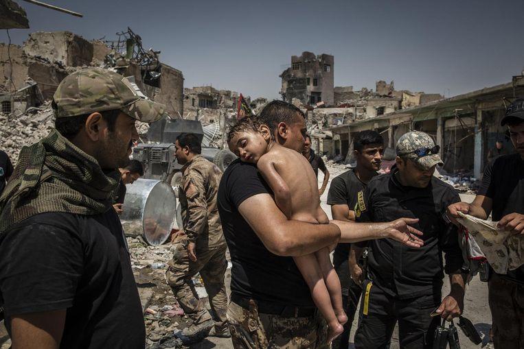 Ierse fotograaf Ivor Prickett won met zijn voor The New York Times gemaakte foto's van de slag om Mosul de 1ste prijs in de categorie 'reportage/series'. Beeld Ivor Prickett/The New York Times