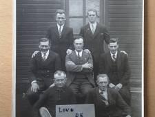Léon en Henk ontrafelen het verhaal achter de foto van zeven Doesburgse dwangarbeiders in Berlijn in 1940