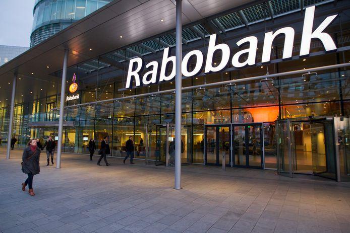 De Rabobank zou volgens Greenpeace groot financier zijn van megastallen en andere projecten in de bio-industrie.