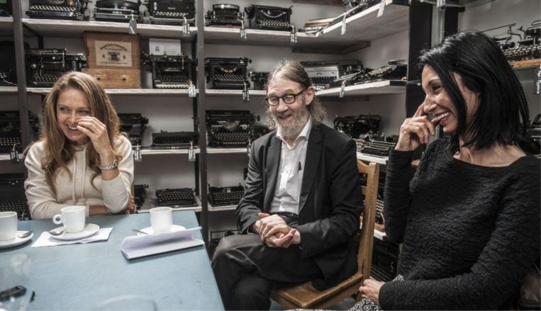 Rika Ponnet (links): 'In een relatie telt seks voor 17 à 18 procent van ons geluk. Vijftigers en zestigers zijn het meest tevreden. Je ziet: het wordt alleen maar beter.' Beeld