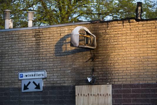 Jongeren hebben brand gestoken in het voormalige winkelcentrum in Ede.