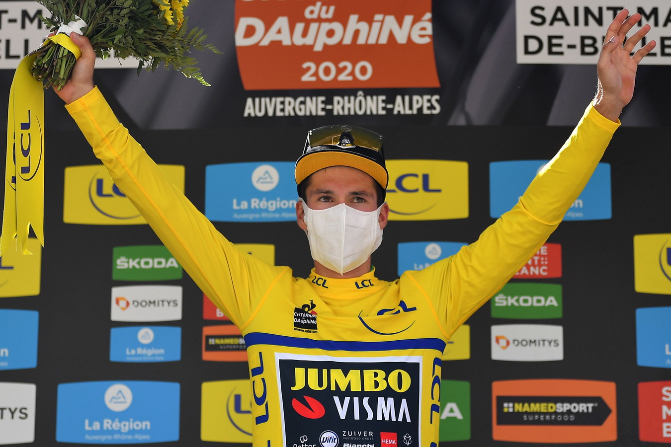 Primoz Roglic mocht wederom de gele trui aantrekken.