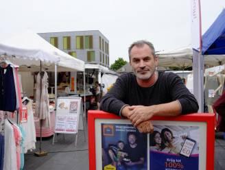 Gespot op de markt van Mortsel: Guy Van Sande klust bij als verkoper
