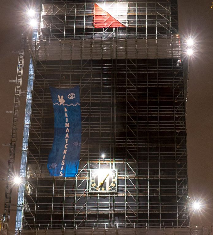 Extinction Rebellion hing de banner op de Dom