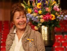 Oud-stadsprins nu ook geridderd, tien Zwollenaren koninklijk onderscheiden in Theater de Spiegel