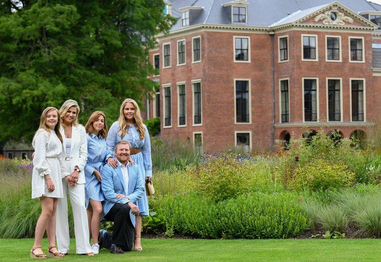 Het koninklijk gezin bij Huis ten Bosch in juli dit jaar.  Beeld AP