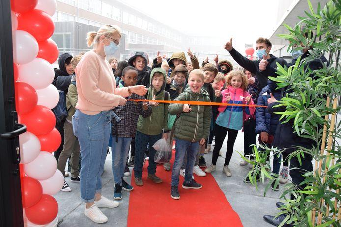 De sportzaal werd maandag officieel geopend.