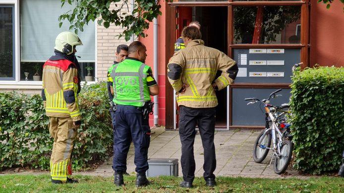 Hulpdiensten zijn massaal ter plaatse bij een woning in Enschede