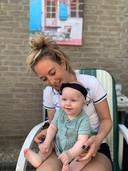 Lara van Ruijven, een paar weken voor haar dood, met haar nichtje Vesper Victoria. Ze dragen dezelfde tweede naam.