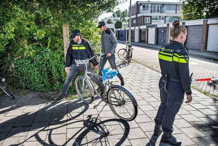 Politie aan het werk bij de plek waar op 18 september 2019 strafrechtadvocaat Derk Wiersum is doodgeschoten. Hij was de advocaat van kroongetuige Nabil B.  Beeld Guus Dubbelman / de Volkskrant