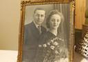 De huwelijksfoto van Jan-Baptist en Petronella in 1944.