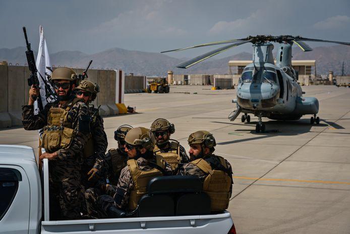 De Taliban nemen de controle over op de luchthaven van Kaboel.