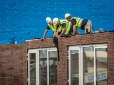 Nieuw college Overbetuwe wil huizen bouwen en windmolens langs A15