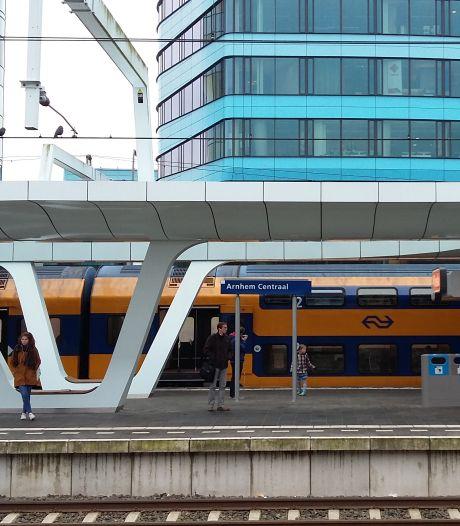 Mogelijk minder treinen door tekort aan verkeersleiders; Arnhem zorgenkindje