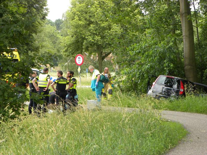 Op de N313 - Hamelandroute in Aalten is dinsdag 12 juni een automobilist met zijn auto de bocht gevlogen.