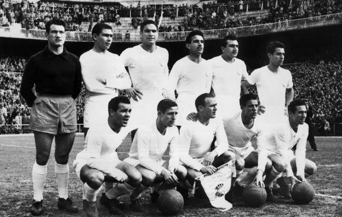 Het grote Real Madrid dat in de jaren 50 vijf keer op rij de EC1 won. Zittend uiterst rechts: Paco Gento.