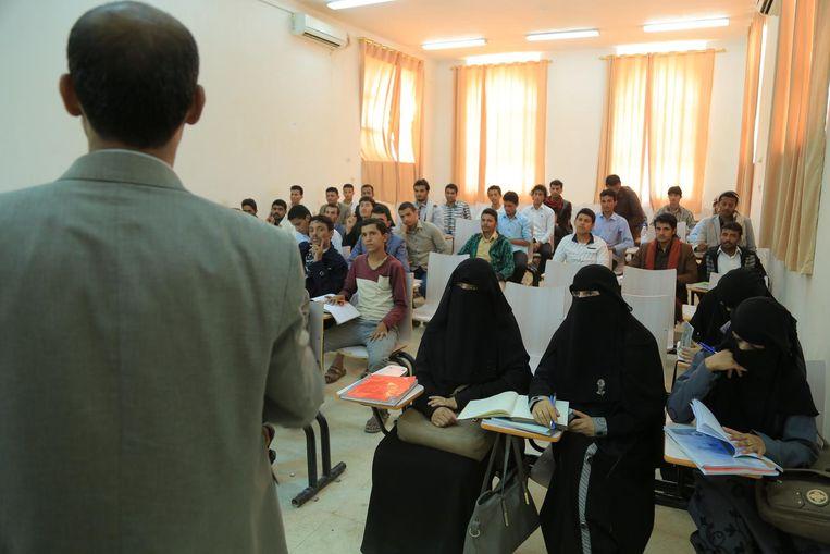 College aan de universiteit van Marib, Jemen. Beeld RV