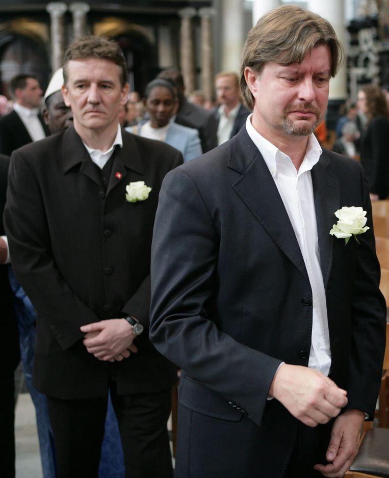 Eddy Baelemans en burgemeester Patrick Janssens op de begrafenis van de tweejarige Luna Drowart.  Beeld BELGA