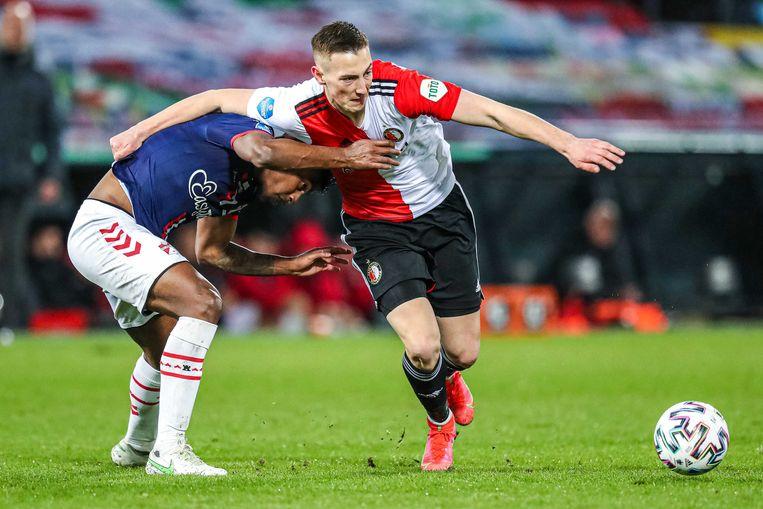 Miguel Araujo van FC Emmen en Robert Bozenik van Feyenoord. Beeld ANP