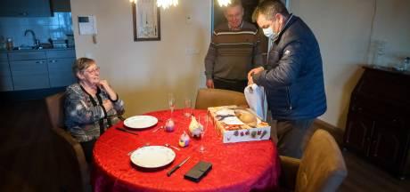 'Goedemorgen, hier is uw ontbijtje!': verse broodjes en flessen jus d'orange vinden gretig aftrek