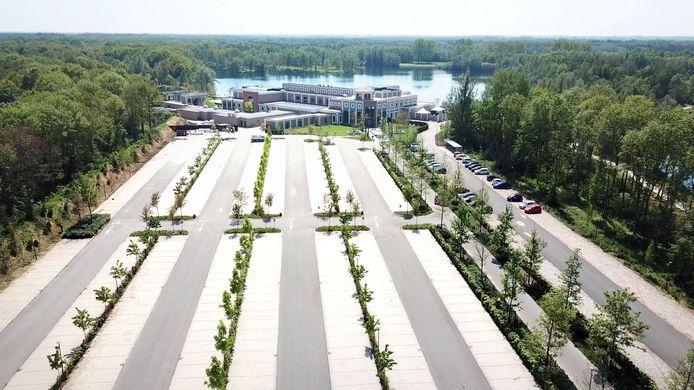 De parkeerplaats van Thermen Berendonck, waarop een nieuw hotel is gepland.