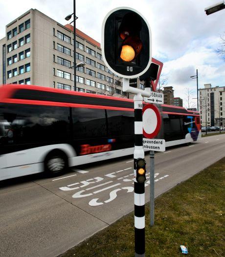 Lezers reageren | burgemeester op de busbaan? de ironie spat ervan af | Brabander voelt mensen beter aan