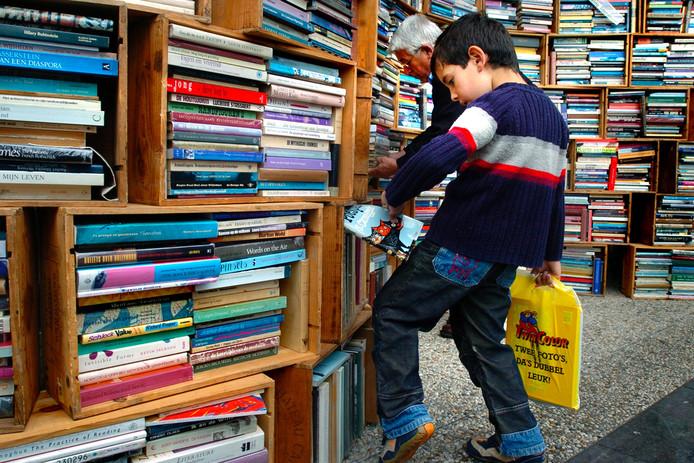 De Tilburgse boekenmarkt. Archieffoto BeeldWerkt