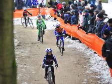 Jeugd fietst door de kou bij NK Veldrijden