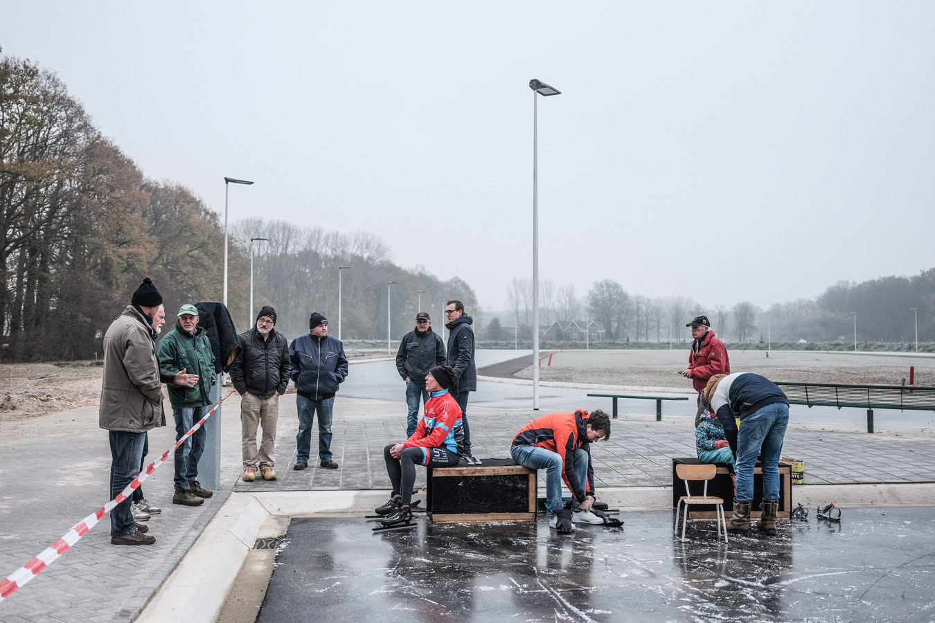 De eerste schaatsers op natuurijs in Winterswijk.