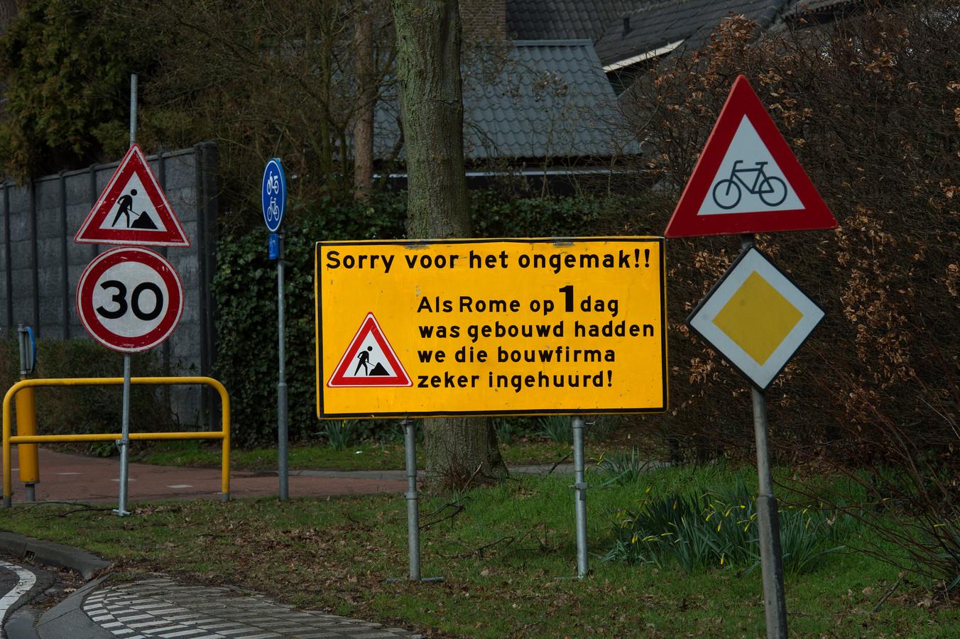 Een opmerkelijk bord aan de Goirlese Kempenlaan.