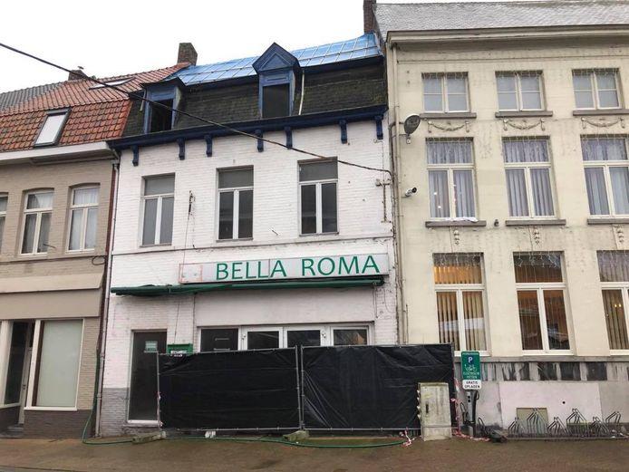 Jarenlang was in het pand café De Boucherie gevestigd. In mei 2014 heropende de zaak als restaurant Bella Roma.